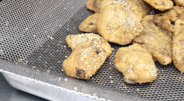 Fry-your-own-Hum-Jin-Pang-at-Maxwell-Food-Centre